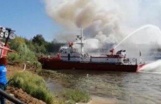 Rusya'da tadilatı süren yolcu gemisinde yangın