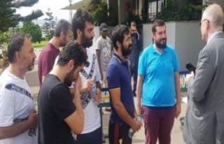 Serbest bırakılan Türk gemiciler Büyükelçilikte