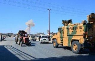 Türk askeri konvoyuna saldırı: Üç sivil hayatını...