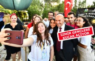 Üniversiteli gençleri Başkan Soyer karşıladı