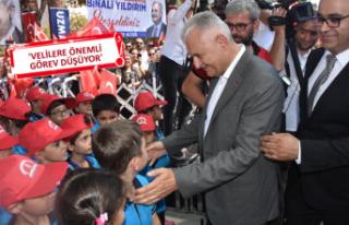 Binali Yıldırım, İzmir'de ilkokulun açılışını...