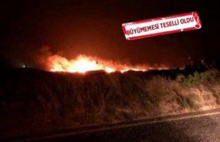 Karaburun'da yangın! Geceyi alevler aydınlattı