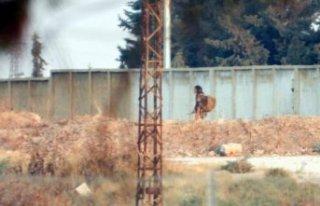 Türkiye'den görüntülendi: Sınırda silahla...