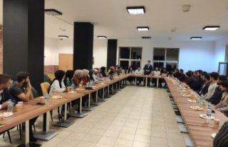 AKP'nin üniversitedeki toplantısından rektörlüğün...