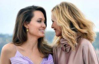 Angelina Jolie karşımıza tekrar peri olarak çıkacak