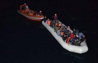 Menderes ve Çeşme açıklarında 131 kaçak göçmen...