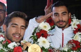 Olimpiyat gururlarına muhteşem karşılama