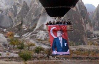 Atatürk posterleriyle havalandılar