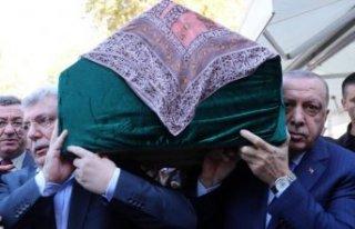 Erdoğan Akbaşoğlu'nu yalnız bırakmadı