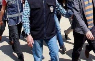 İzmir'de FETÖ'den 3 kişiye tutuklama!