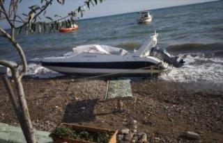 İzmir'de yasa dışı geçiş için tekne çalan...