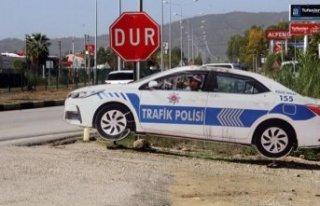 Maket trafik aracını da soydular!