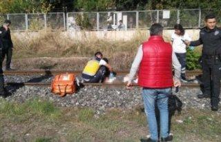 Manisa'da trenin çarptığı yaşlı adam hayatını...