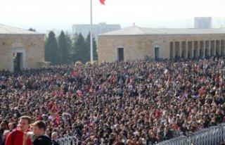 Türkiye, Anıtkabir'e akın etti: Adım atacak...