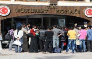 250 Suriyeli Sınırda Bekliyor