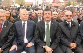 Ekonomi Bakanı Nihat Zeybekci Denizli'de