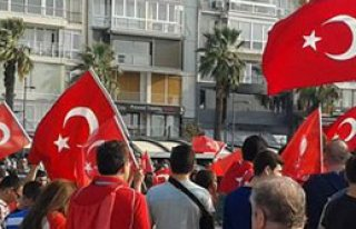 Bayrağa Saldırılar İzmir'de Kınandı