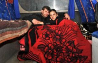 Yeni Evli Çift Midibüste Yaşıyor