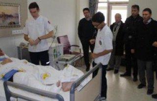 Öğrencilerin Dövdüğü Öğretmenin Bacağı Kırıldı