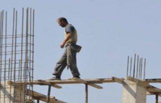 İnşaatta Çalışan İşçiler Ölüme Meydan Okuyor