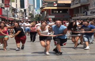 Sokak Dansçıları İzmir'i Coşturdu
