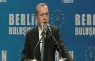 Erdoğan: 'Siyaseti Türkiye'de Yapsınlar'