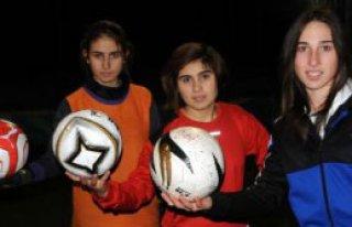Çiftçi Kızlarının Futbol Tutkusu