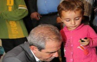 Suriyeli Çocuklara Ayakkabı Yardımı