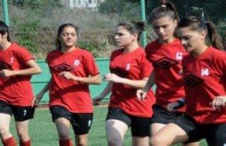 Kadın Futbolcular Ligde İddialı