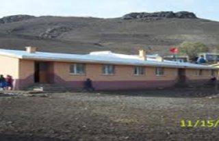 Kars'ta yol kesen teröristlerle çatışma