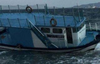 Ahşap Tekne Lodosta Karaya Oturdu