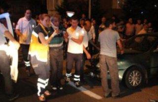 Kavşakta İki Otomobil Çarpıştı: 6 Yaralı