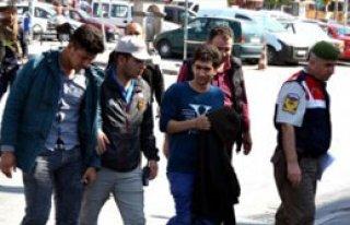 Ülkeye Kaçak Yollarla Giren 45 Mülteci Yakalandı