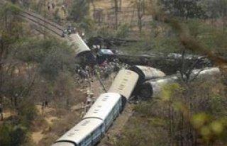 Hindistan'da Tren Kazası: 40 Ölü
