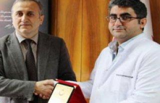 Cizre'de Görev Yapan Doktora Plaket