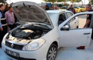 Otomobilde Çıkan Yangını Sürücüler Söndürdü
