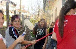 Üniversiteliler, Köy Okulunu Boyadı