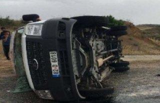 Minibüs Devrildi: 12 Yaralı