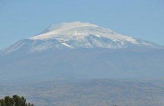 Ağrı Dağı'na İlk Kar Yağdı