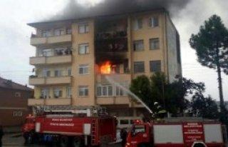Apartmanda Çıkan Yangın Panik Yarattı