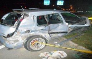 Tır Oromobile Çarptı: 2 Ölü 3 Yaralı