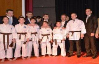 Bakan Kılıç'tan Minik Karatecilere Destek