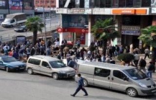 Balıkçılar Protesto İçin Kaldırımda Satış...
