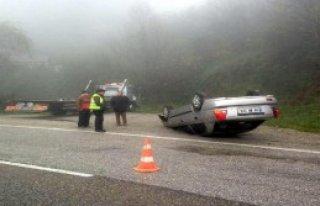 Bariyerlere Çarpan Otomobil Takla Attı!