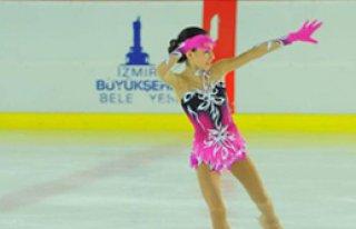 Miniklerin Buz Üstünde Dansı