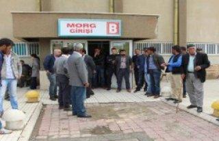 2 Polisi Şehit Eden PKK'lının Cenazesini Ailesi...