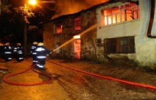 Bursa'da İki Bina Yandı