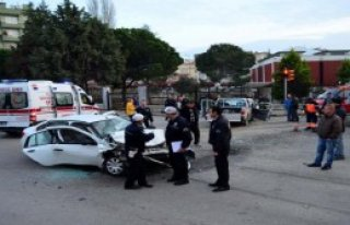 Çanakkale'de Kavşakta Kaza