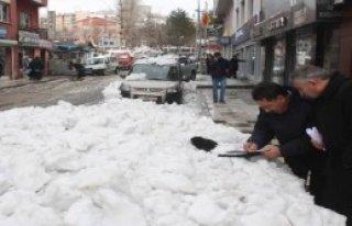 Karları Caddeye Attı Cezayı Yedi