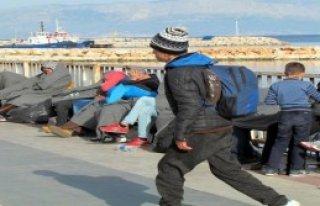 Çeşme Açıklarında 54 Mülteci Yakalandı